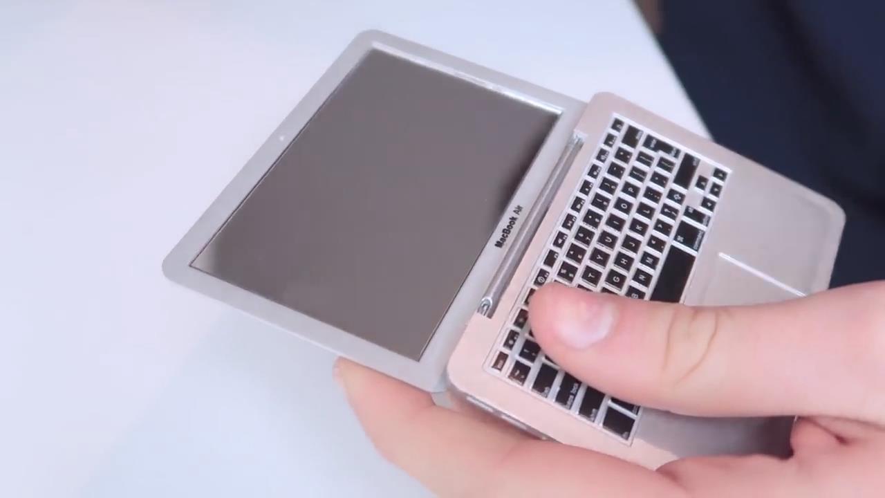 一只手就可以握住的笔记本